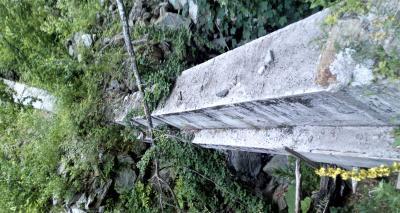 Betonirani cjevovod iznad suhog korita
