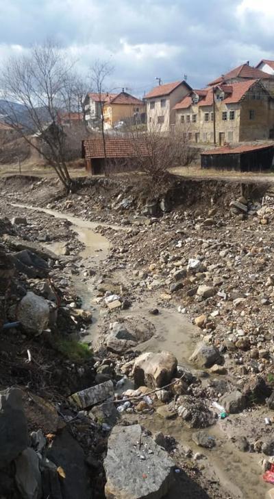 Suho korito rijeke nakon puštanja u rad MHE, foto: Enijad Bajrić FB